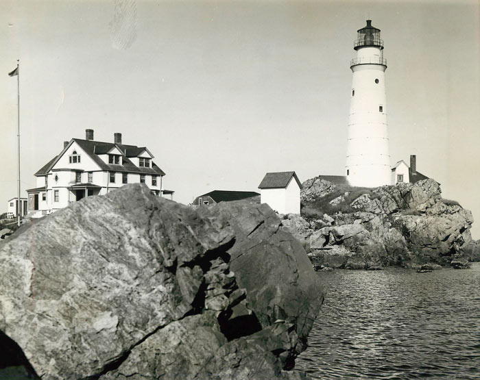 As the British forces withdrew in 1776, they blew up the tower and completely destroyed it. The lighthouse was eventually reconstructed in 1783 to be 75 feet tall.